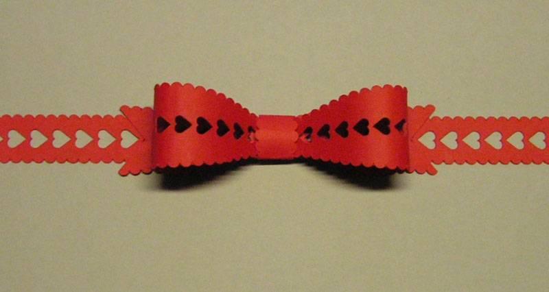 Scalloped_heart_ribbon_bow